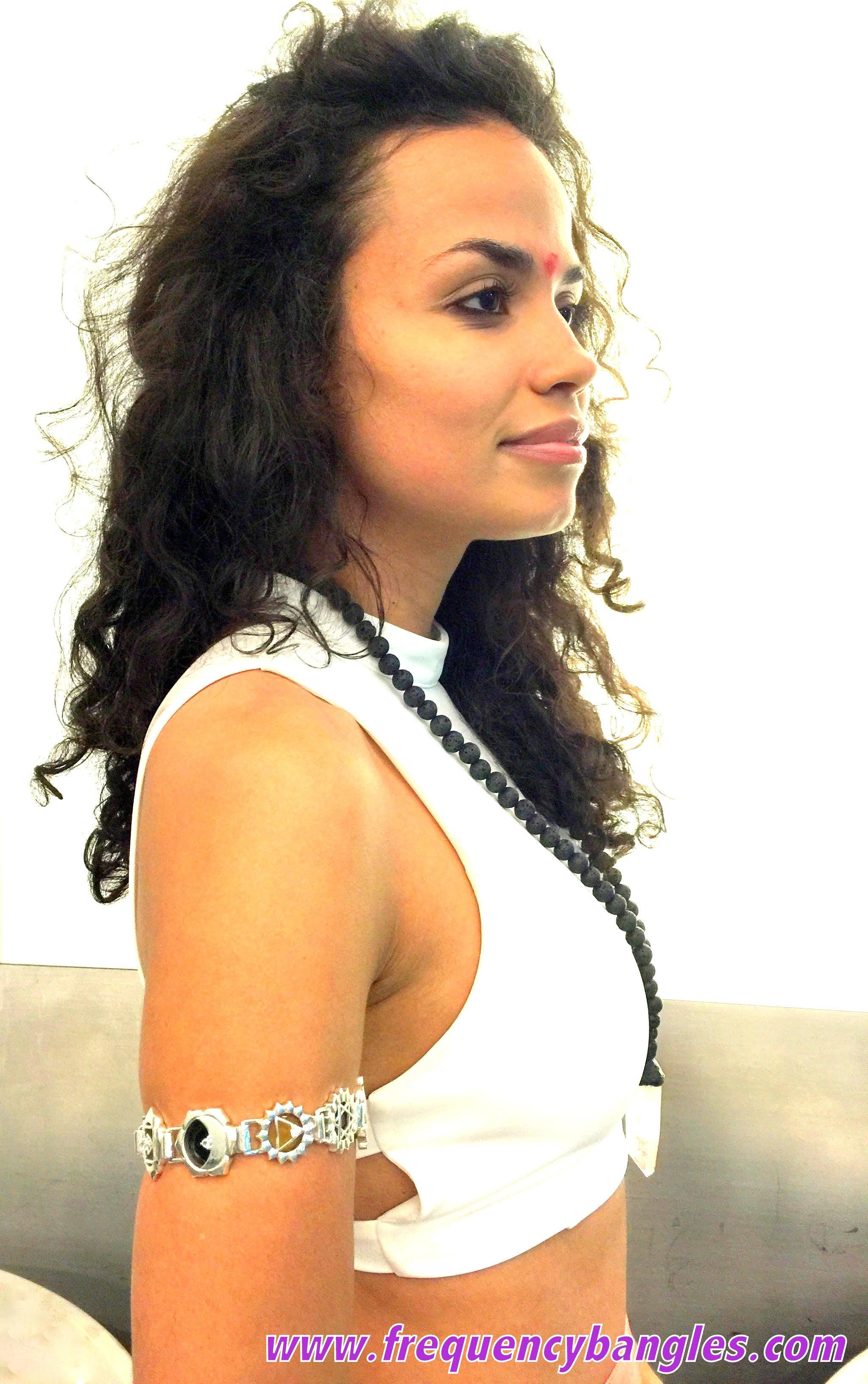 lady wearing the bangle